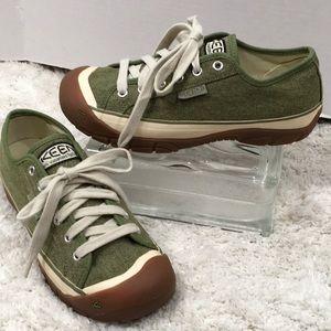 Keen green canvas low top sneakers